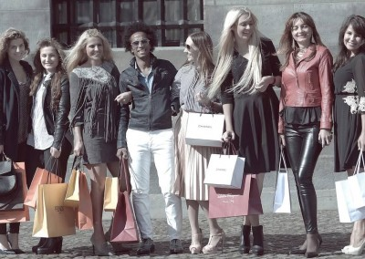 Who doesnt want to shop in the capital of the netherlands of in Paris with ayour own personals shopping assistent